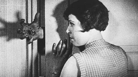 סטיל מתוך הסרט כלב אנדלוסי, 1929, בימוי: לואיס בונואל וסלבאדור דאלי